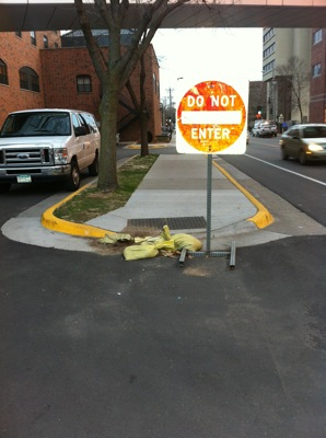 sidewalkobstrct1