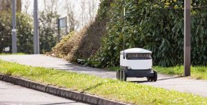 Starship-Robot-Delivery-footpath-1024x523